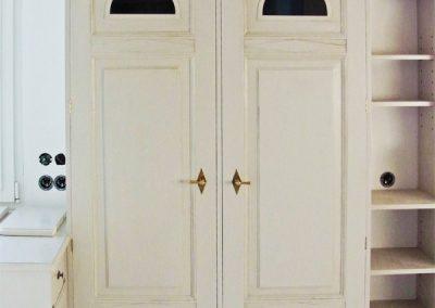 Einbauschrank, gefertigt mit alten Türen